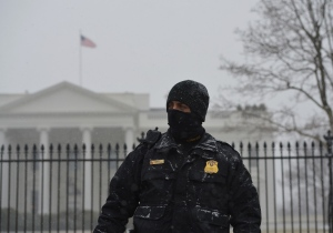 A member of the Secret Service Uniform Division stands guard in front of the White House under snowfall on January 21, 2014 in Washington, DC. The US government shut itself down Tuesday as a major snowstorm bearing down on the northeastern United States threatened to dump as much as 10 inches (25 centimeters) on Washington by day's end.AFP PHOTO/Mandel NGANMANDEL NGAN/AFP/Getty Images ORG XMIT: 464555285